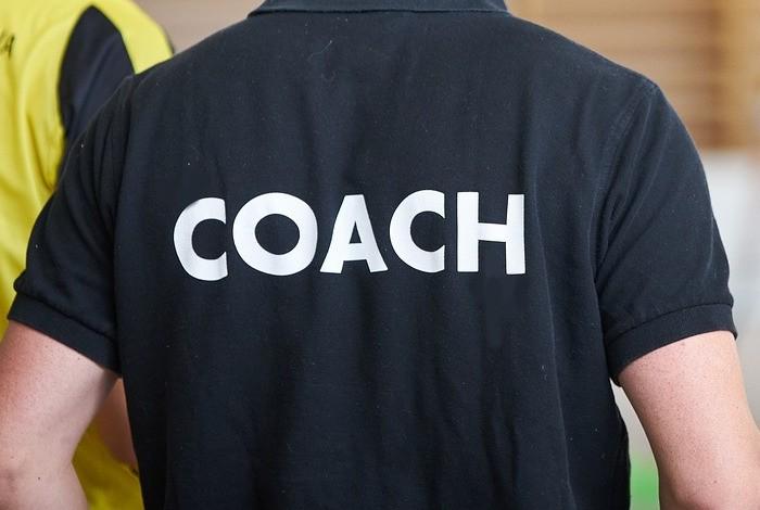 trener szuka klubu