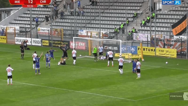 Mateusz Hewelt gol z Chrobrym
