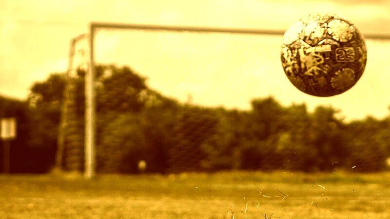 żółta strefa piłka nożna