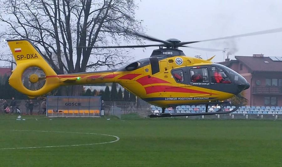 Śmigłowiec LPR lądował podczas meczu wrocławskiej okręgówki