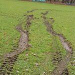 Kolejna murawa na boisku piłkarskim zniszczona. Pomóżcie namierzyć wandala