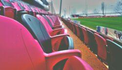 Kibice wracają na stadiony. Kiedy i jak wielu ich wejdzie?